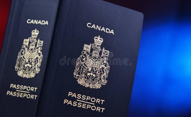 Composi??o com os dois passaportes canadenses imagem de stock