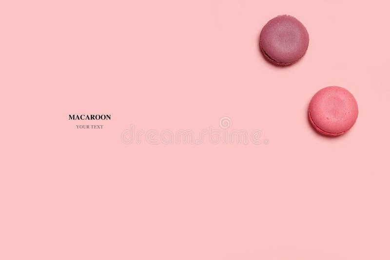 Composición abstracta de los macarrones en fondo aislado rosado imagen de archivo libre de regalías