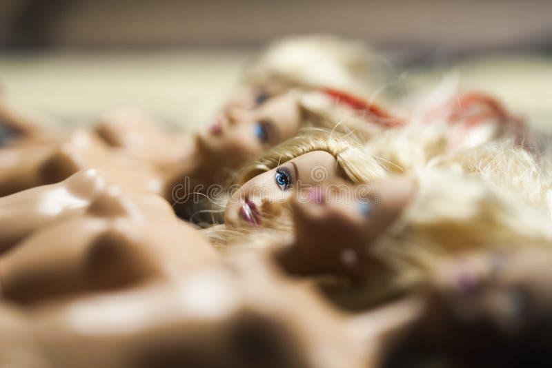 Composición colorida con las muñecas de Barbie foto de archivo libre de regalías