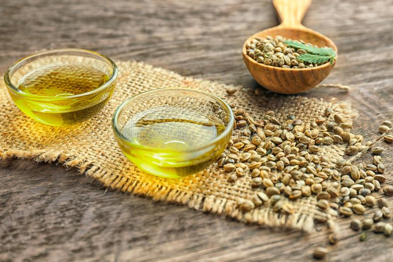 Composición con aceite y semillas de cáñamo foto de archivo libre de regalías