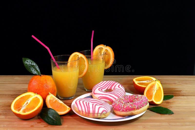 Composición con la fruta cítrica y el zumo de naranja imágenes de archivo libres de regalías