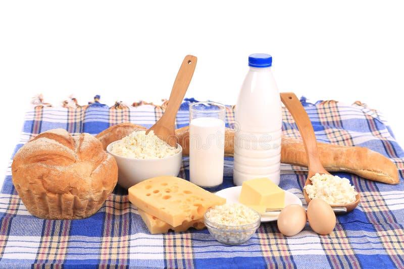 Composición con pan, leche y queso fotos de archivo