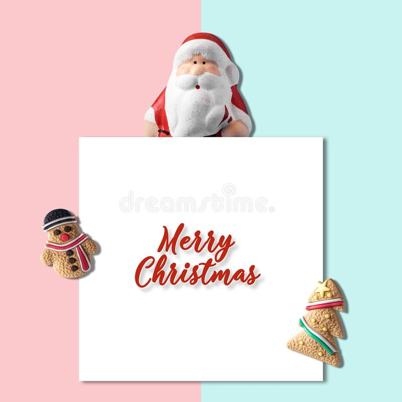 Composición creativa navideña hecha de Navidad decoración de invierno con nota de papel. Concepto de la Navidad m?nima o del A? ilustración del vector