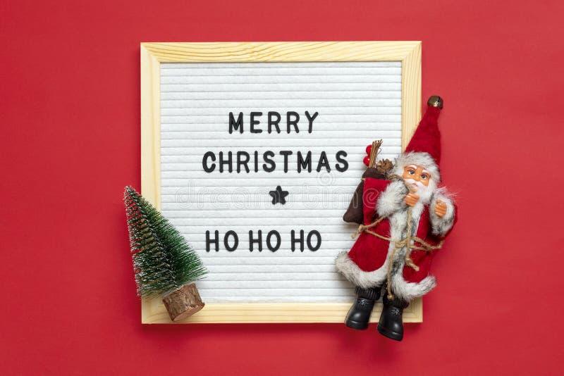 Composición De Año Nuevo De Santa Claus árbol Tablero De Fieltro Blanco Con Texto Feliz Navidad Ho Ho On Red Fondo Tarjeta De Imagen De Archivo Imagen De Bola Holiday 199025785