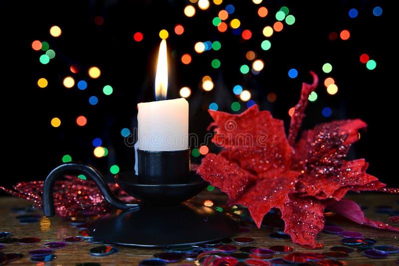 Composición de la Navidad con la vela ardiente fotografía de archivo libre de regalías