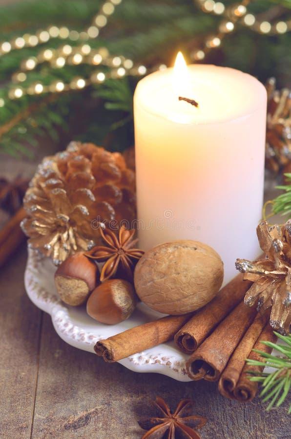 Composición de la Navidad en la tabla de madera foto de archivo