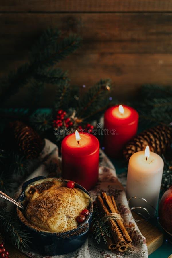 Composición de la Navidad y del Año Nuevo con las manzanas deliciosas dulces d fotos de archivo