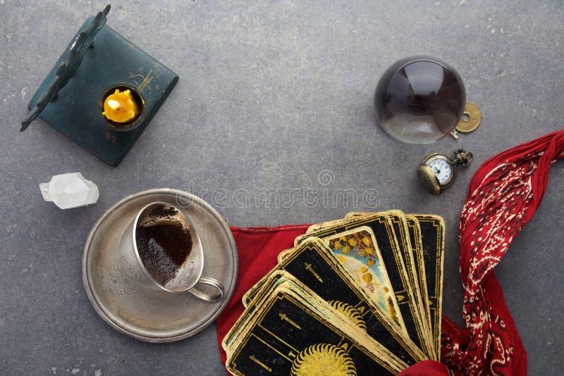Composición de objetos esotéricos, usada para curar y la adivinación fotografía de archivo libre de regalías