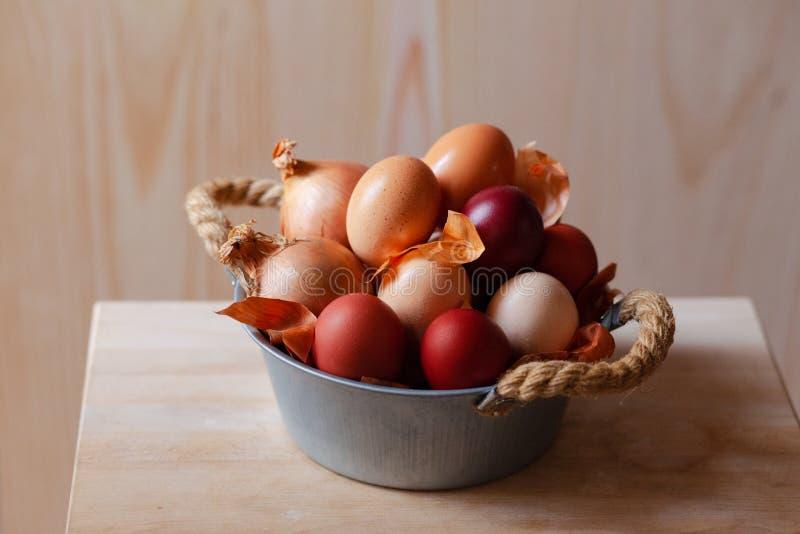 Composición de Pascua con los huevos marrones fotografía de archivo libre de regalías