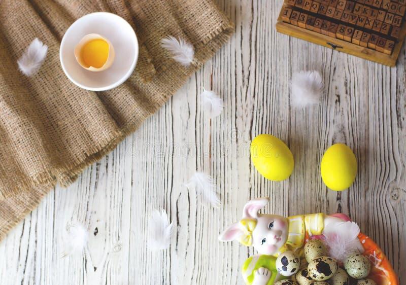 Composición de Pascua en un estilo caliente rústico fotos de archivo