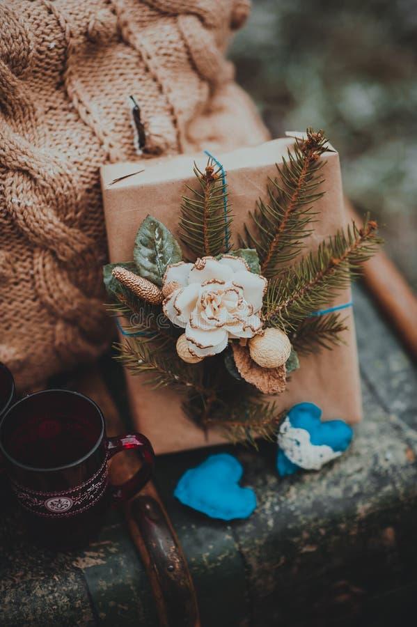 Composición decorativa, pecho, regalos de la Navidad fotografía de archivo libre de regalías