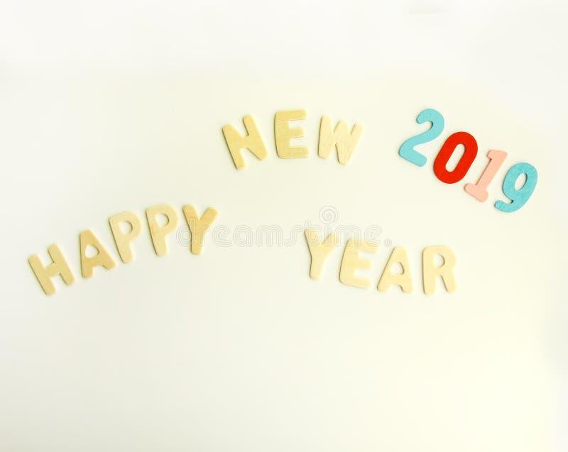 Composición del Año Nuevo con 2019 números y letras de madera Tarjeta festiva de la Feliz Año Nuevo foto de archivo libre de regalías