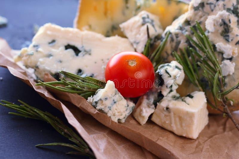 Composición del queso del Roquefort fotografía de archivo libre de regalías