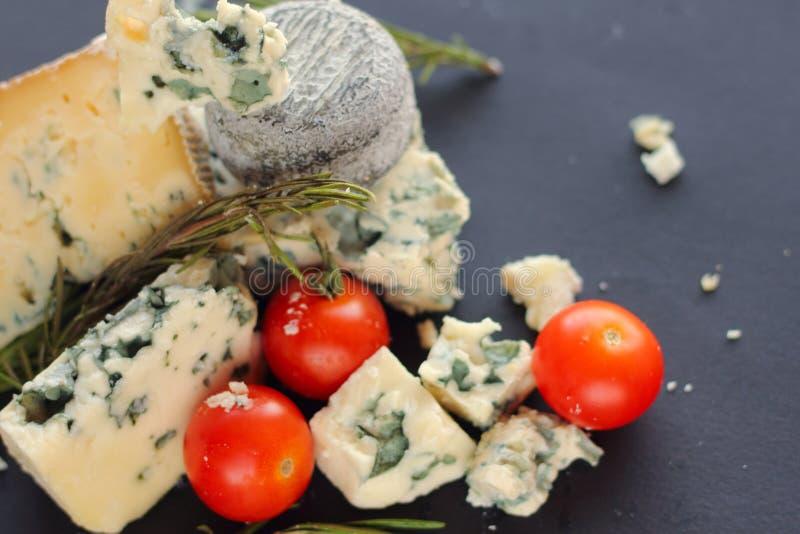 Composición del queso del Roquefort imagenes de archivo