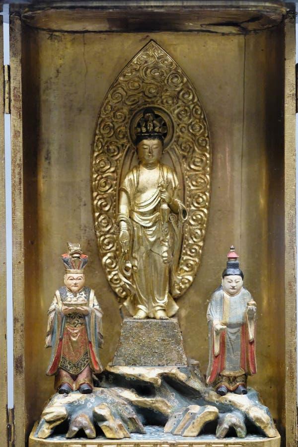 Composición escultural oriental religiosa en una caja del metal imagen de archivo