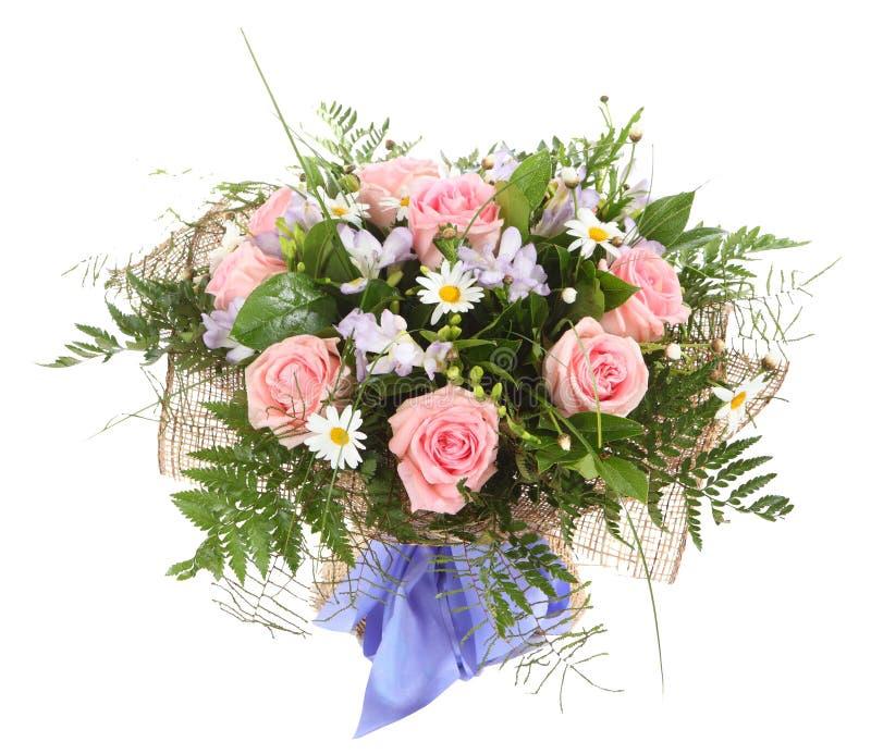 Composición floral, ramo de margaritas blancas y p imagenes de archivo