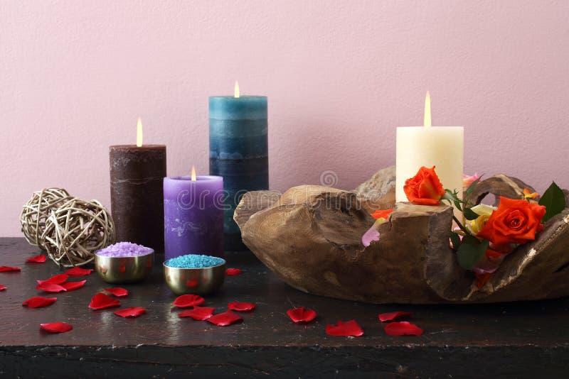 Composición hermosa con las velas imagen de archivo libre de regalías