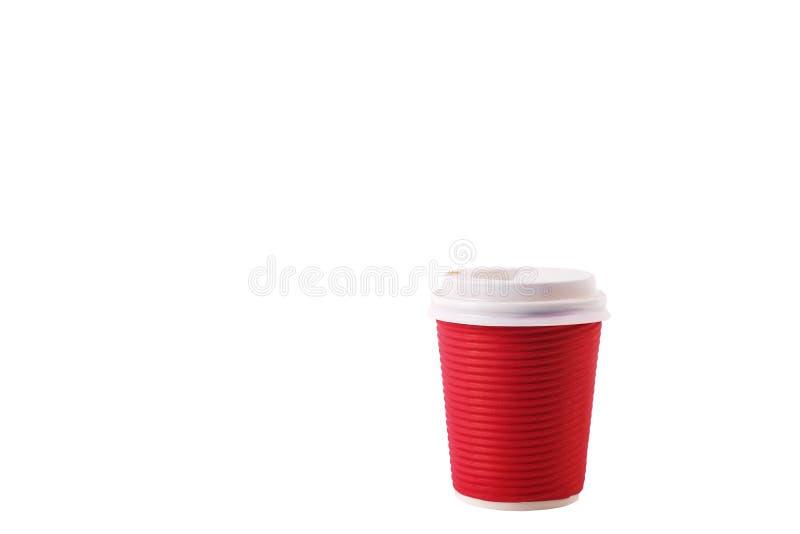 Composición mínima simplista colorida con la taza de café del papel de prueba de calor Saque la taza del té con el casquillo plás foto de archivo