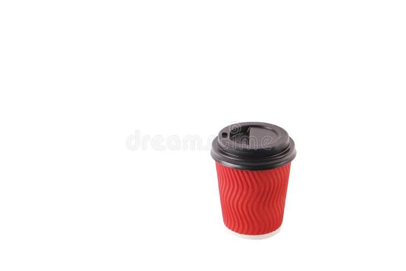 Composición mínima simplista colorida con la taza de café del papel de prueba de calor Saque la taza del té con el casquillo plás imagenes de archivo