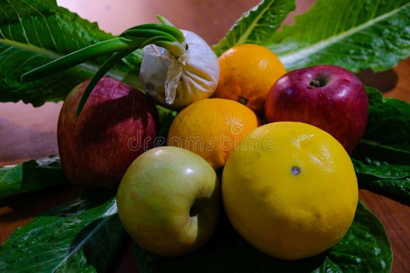 Composición multicolora estacional fresca de la fruta de cultivar el producto sano foto de archivo