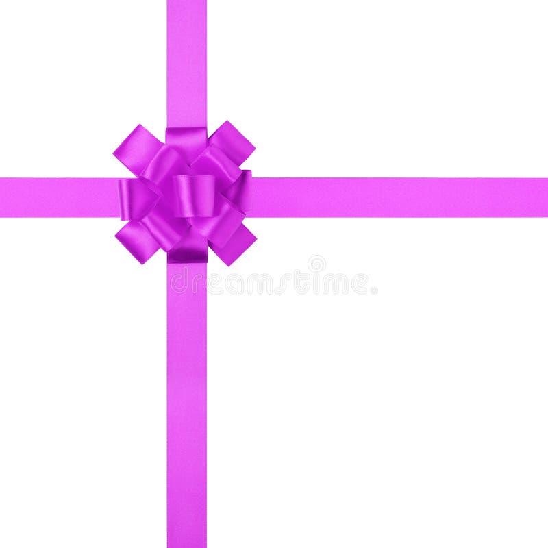 Composición para el presente o regalo con el arco púrpura de la cinta imagen de archivo libre de regalías