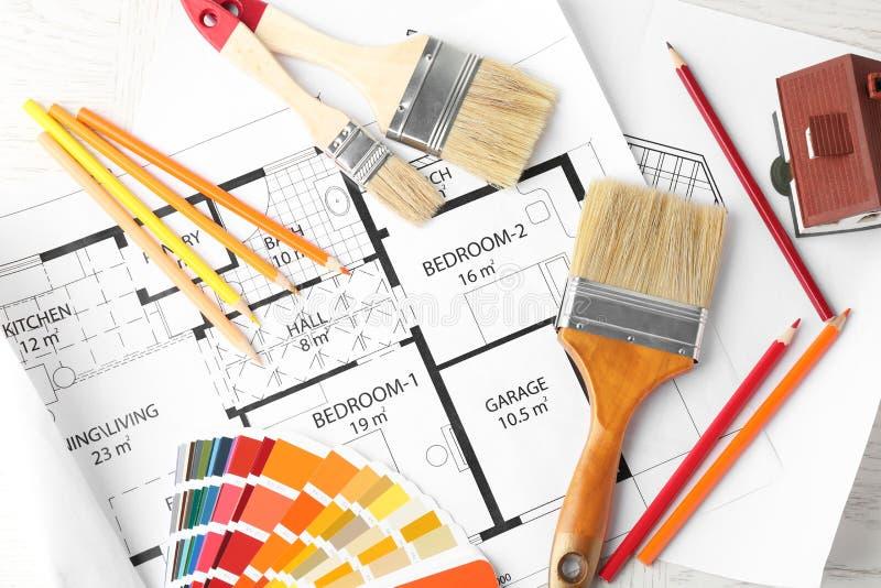 Composición plana con la paleta de colores, plan de la endecha de la casa libre illustration