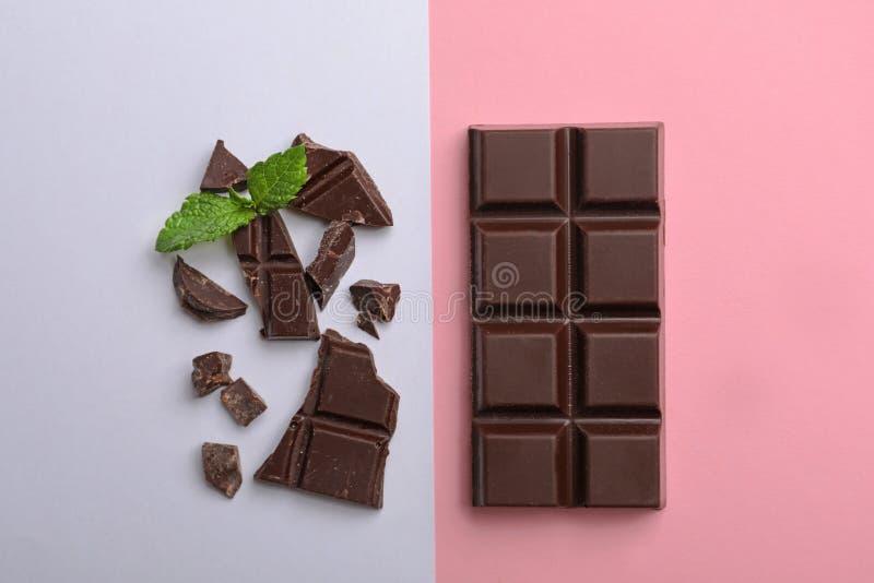 Composición plana de la endecha con el chocolate y la menta imágenes de archivo libres de regalías