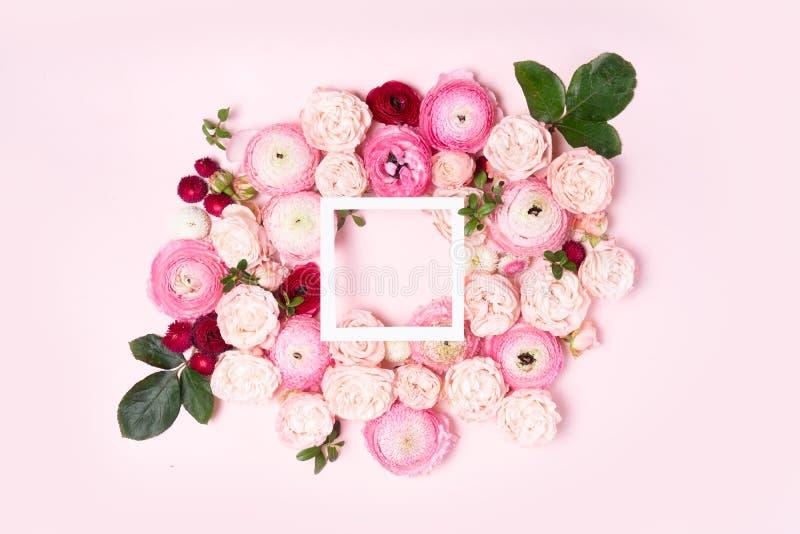 Composici?n de la endecha del plano de las flores fotos de archivo libres de regalías
