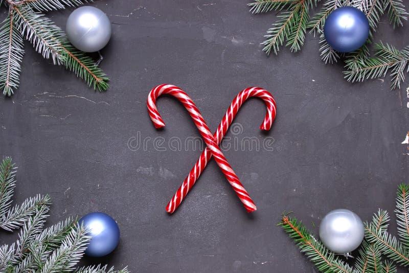 Composici?n de la Navidad con las ramificaciones del abeto Endecha plana, visi?n superior, espacio de la copia fotos de archivo