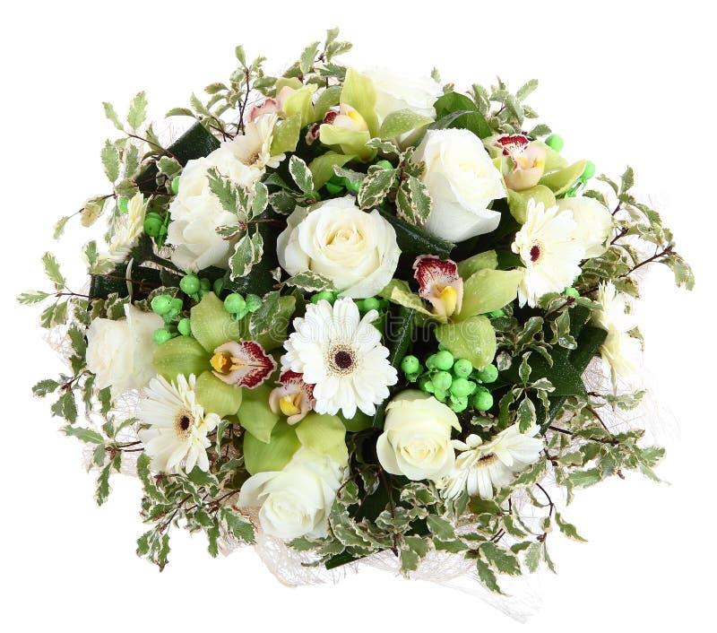 Composiciones florales de las rosas blancas, de los gerberas blancos y de las orquídeas. La composición florística, diseña un ramo imagenes de archivo