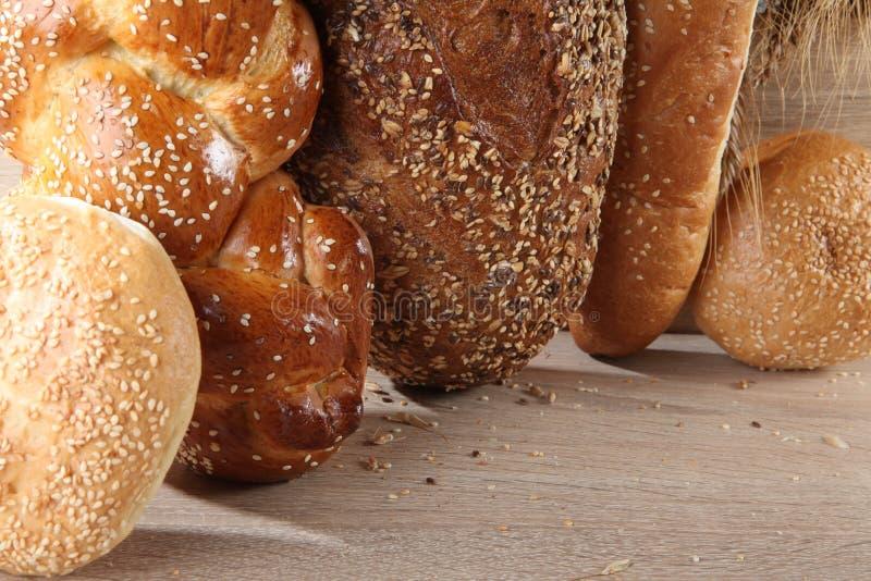 Composition avec des miches de pain et des petits pains images libres de droits