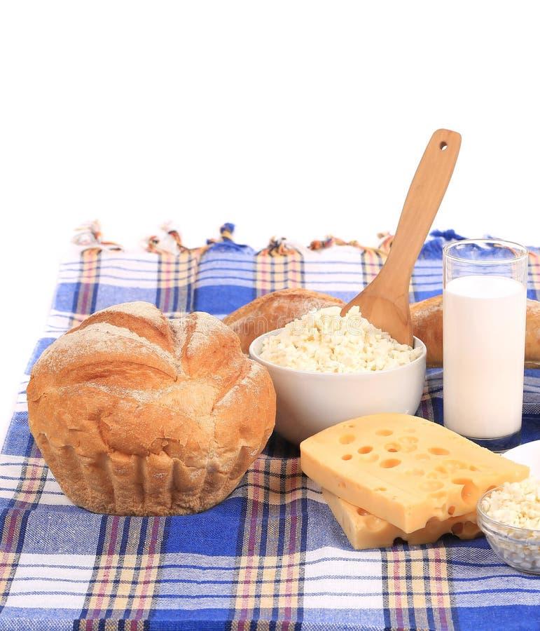 Composition avec du pain, le lait et le fromage photo libre de droits