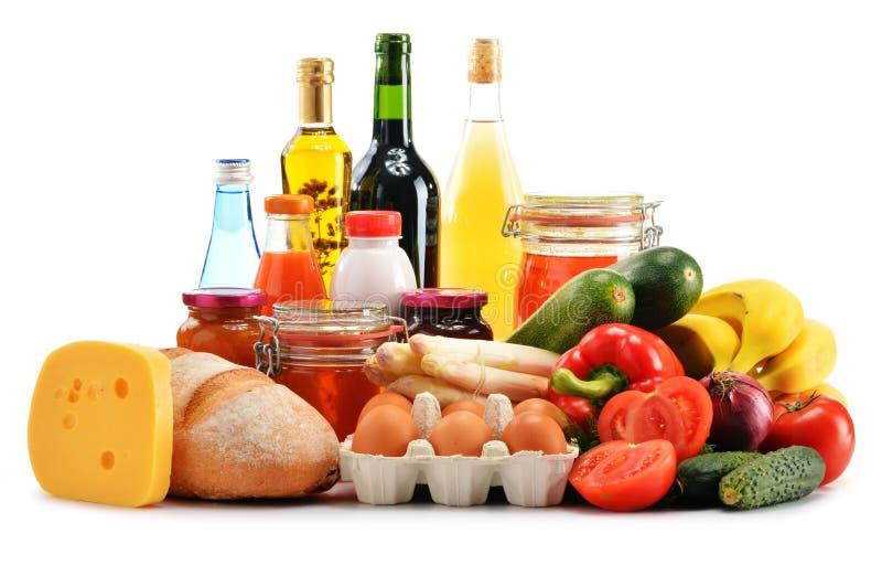 Composition avec la variété de produits d'épicerie sur le blanc image libre de droits