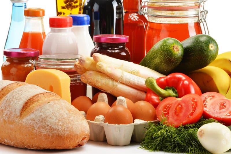 Composition avec la variété de produits d'épicerie sur le blanc photos libres de droits