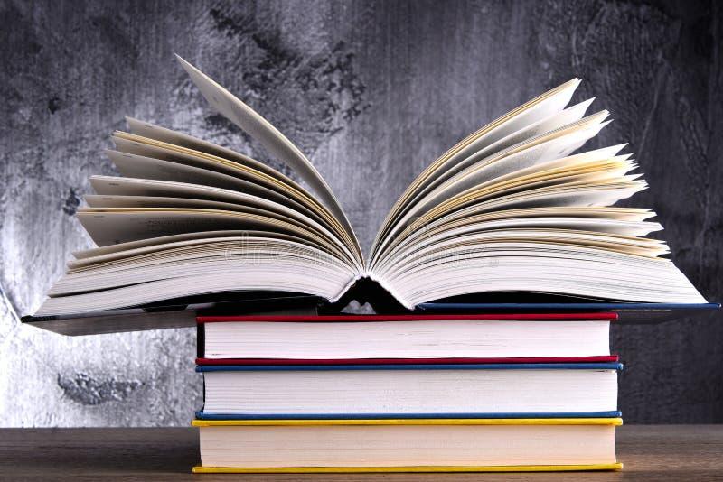 Composition avec le livre ouvert image libre de droits