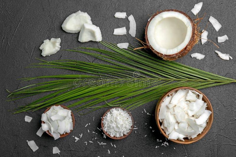 Composition avec les flocons frais de noix de coco images libres de droits