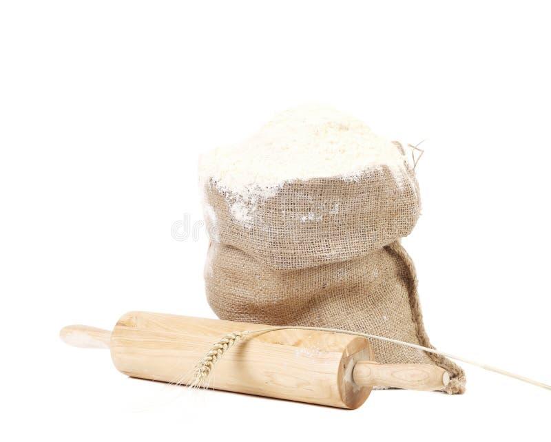 Composition de farine de blé dans le sac. image stock