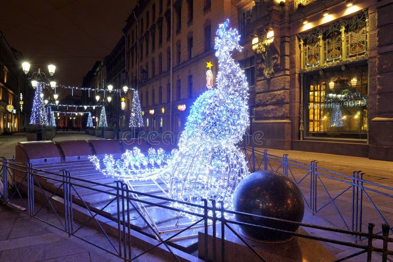 Composition en illumination sur la rue de Malaya Sadovaya ` S St Petersburg de nouvelle année photographie stock