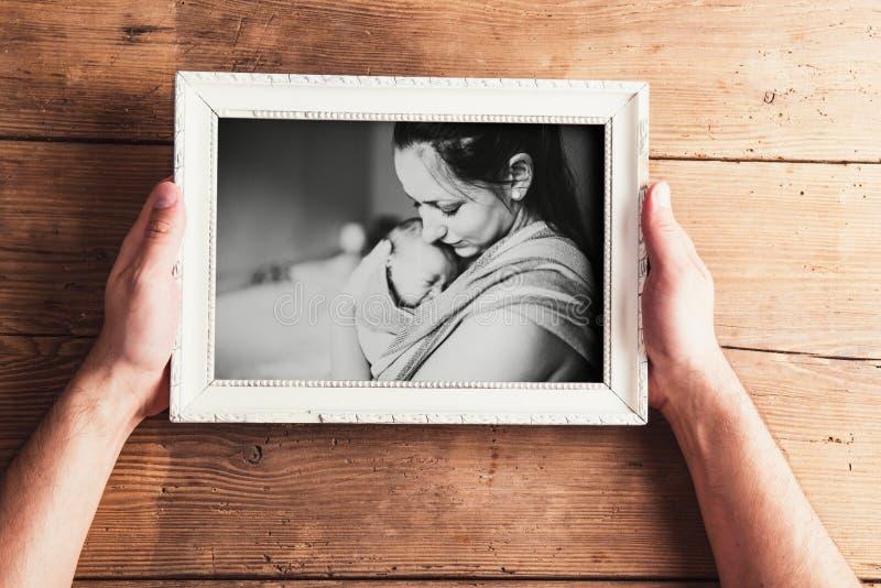 Composition en jour de mères Cadre de tableau Fond en bois Studi photo stock