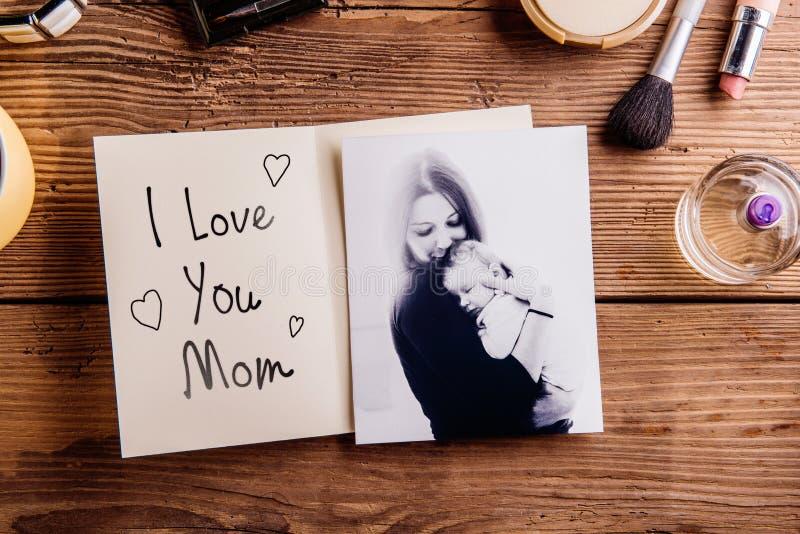 Composition en jour de mères Photo noire et blanche, carte de voeux photographie stock libre de droits