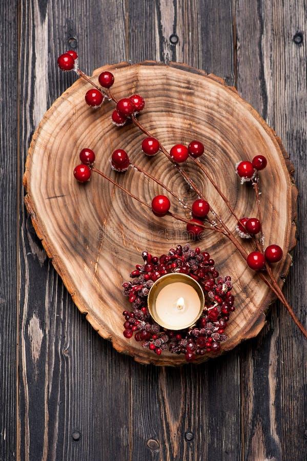 Composition en Noël avec la bougie brûlante photos stock