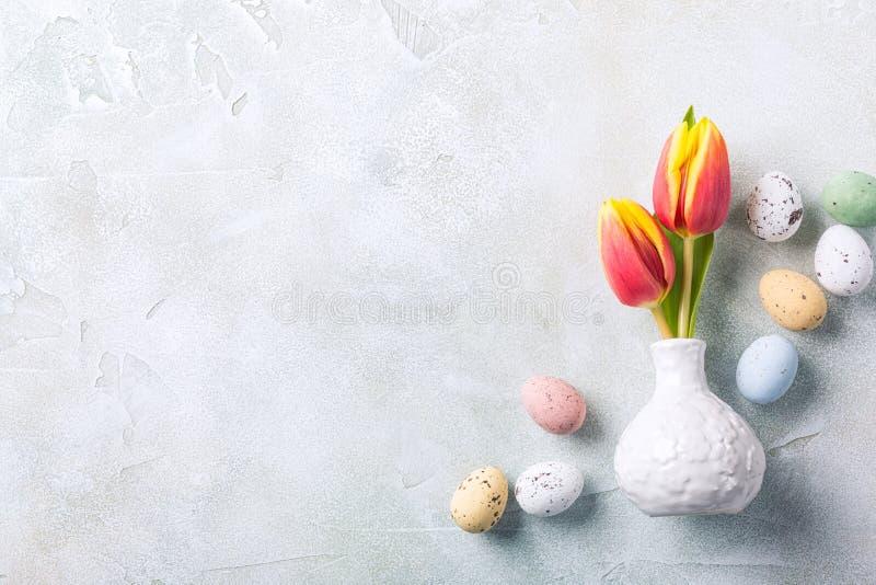 Composition en Pâques avec des tulipes de ressort image libre de droits
