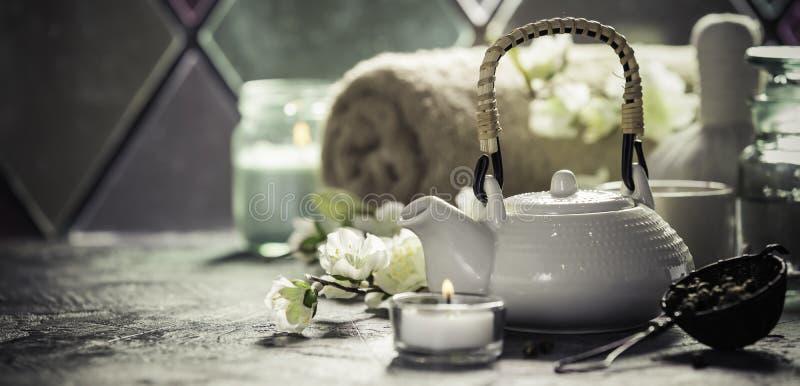 Composition en thé et en STATION THERMALE image stock