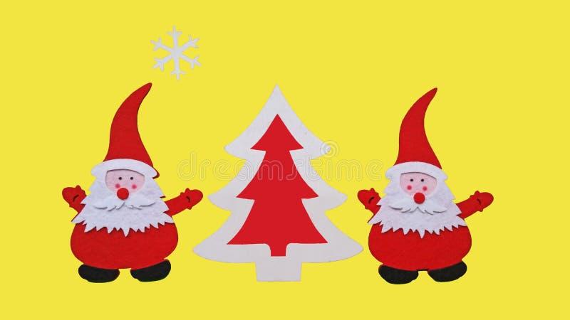 Composition faite main en Noël Dessin de l'arbre de Santa Claus et de nouvelle année fait de morceaux collés de feutre et de cont photos stock