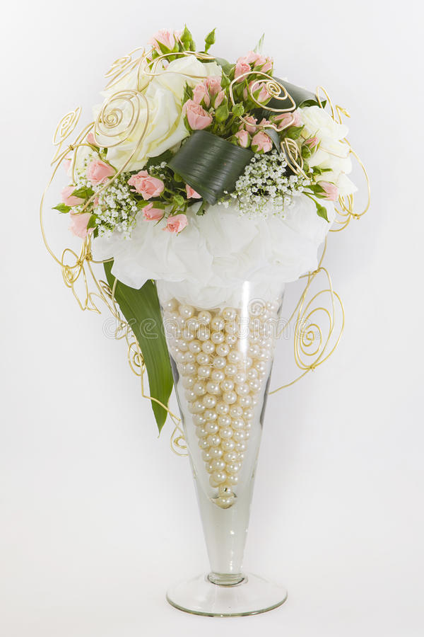 composition florale dans grand vase deco dans grand vase en verre tout ides dco de printemps. Black Bedroom Furniture Sets. Home Design Ideas