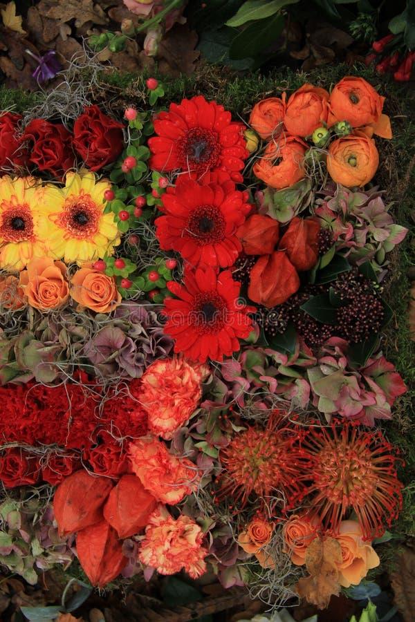 composition florale en automne photo stock image du baies nature 53726976. Black Bedroom Furniture Sets. Home Design Ideas