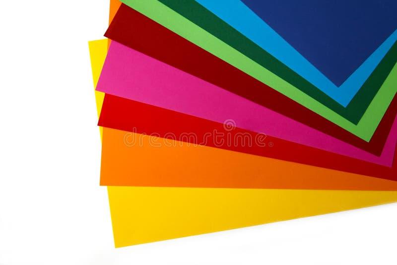 Composition géométrique de plusieurs feuilles de papier de couleur vive Contexte approprié pour votre conception, présentation, b photographie stock