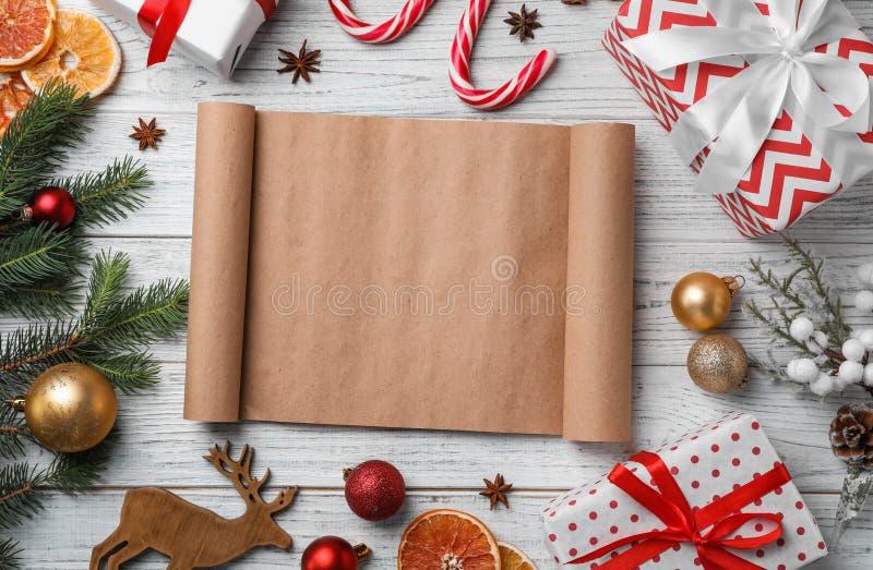 Composition plate en configuration avec le rouleau et le décor de Noël photographie stock