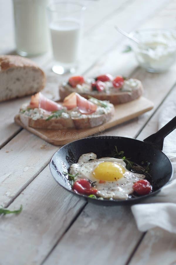 Composition tôt en petit déjeuner photographie stock