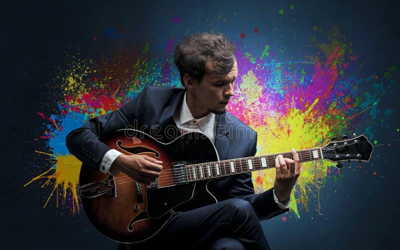 Compositor com splotch e sua guitarra imagem de stock